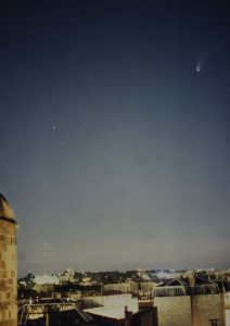 Ici la Comète Hale Bopp dans le ciel de Montpellier, certainement la plus grosse Comète de ces dernières décennies...