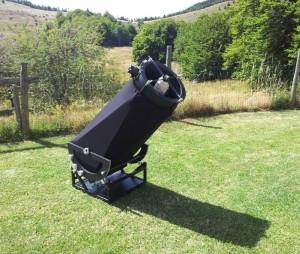Une Grande Terrasse herbeuse permet d'installer ses instruments, que ce soit pour des observations visuelles ou bien pour faire de l'imagerie numérique....